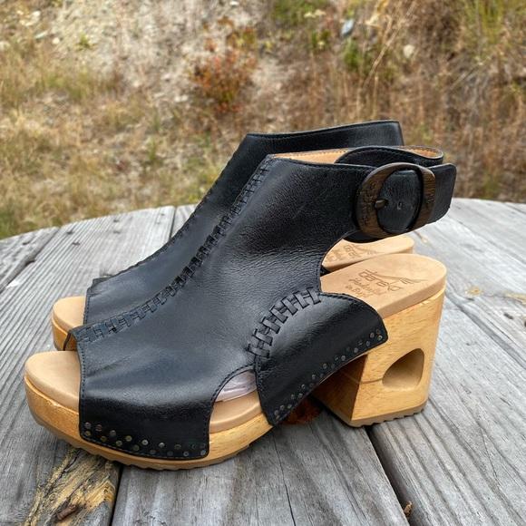 Nwts Platform Rare Cutout Heels Sz 38